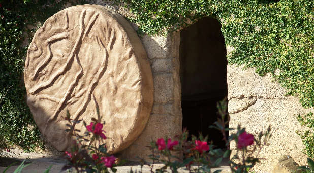 Jesus-at-the-tomb